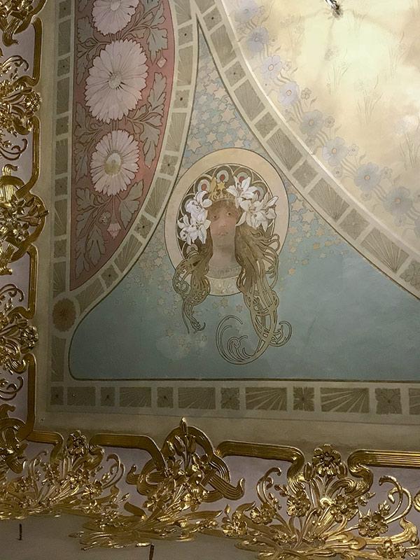 Портрет Сары Бернар на потолке