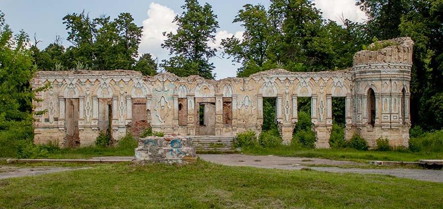 Руины усадьбы Остен-Сакен