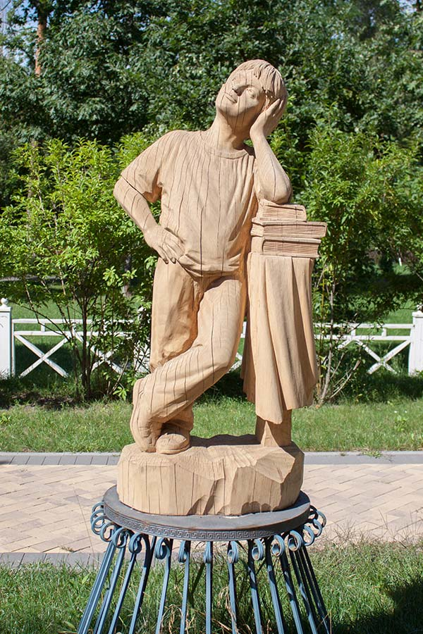Скульптура в парке Писателей