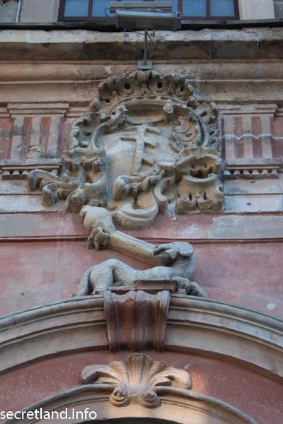 Герб Потоцких Пилява и герб доминиканцев