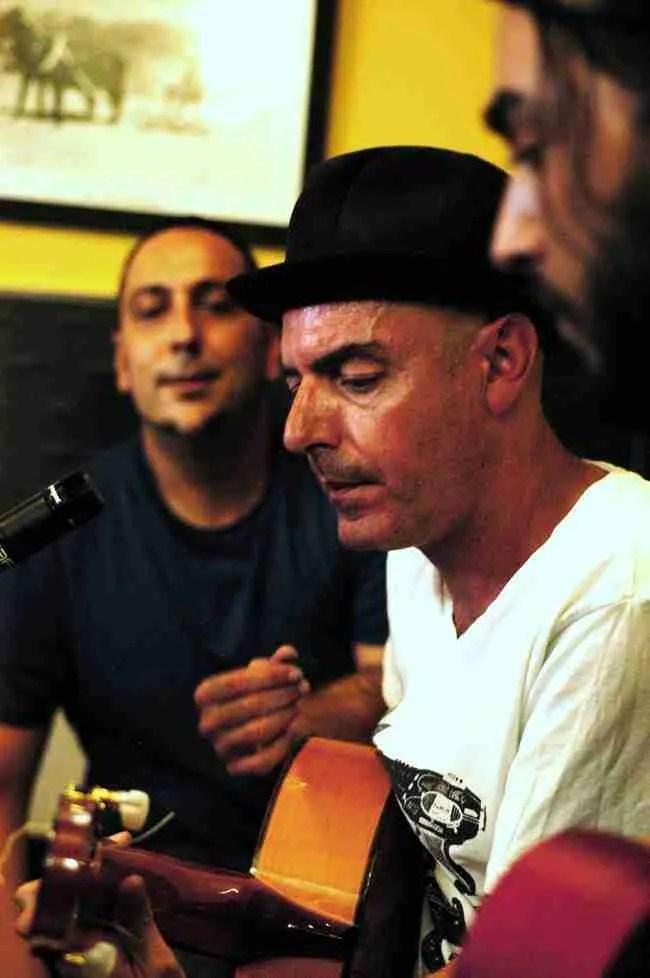 Antonio Arias con David fernández y Checopolaco presentando Multiverso II. Foto de Tono Cano