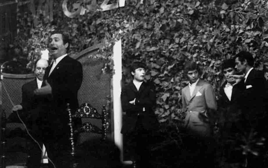 Antonio Mairena, Enrique Morente, Camarón de la Isla, Jose Menese y Chocolate en un homanaje al primero.