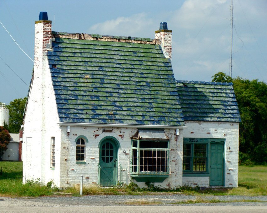 English Cottage Gas Station in Cape Charles (JJP)