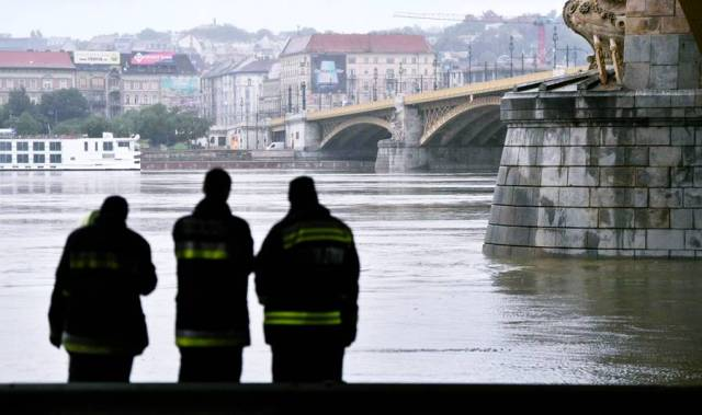 maritime-incidents - hungary ship accident korean passenger dead - Hungary Tourist Boat Disaster 7 Dead 21 Missing