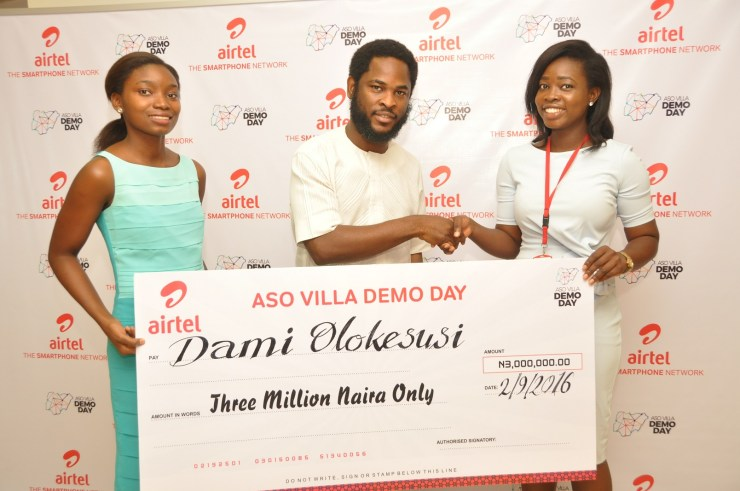 Director, Brand & Advertising, Enitan Denloye flanked by co-founder of Shuttlers, Busola Majekodunmi and founder of Shuttlers, Damilola Olokesusi during the prize presentation to the winners at Airtel Headquarters