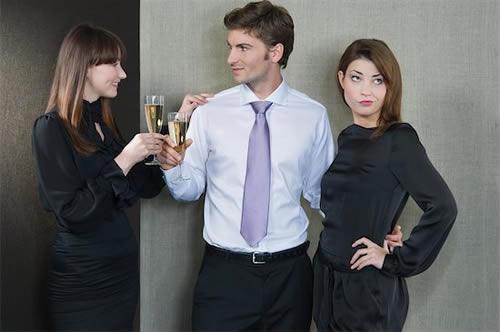 Comment rendre une fille jalouse (INSTANTANÉMENT) : 8 techniques redoutables
