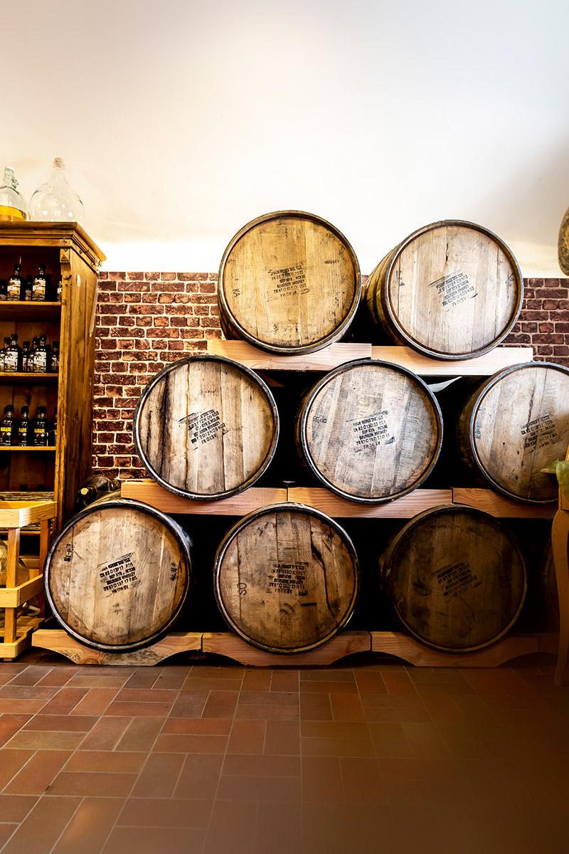 Lagerung der Whisky-Fässer in den alten Gemäuern der Klosterkellerei in St. Wolfgang