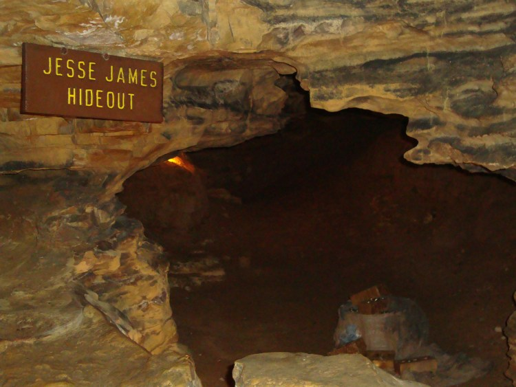 The Mark Twain cave in missouri midwest tourist attractions usa travel tips