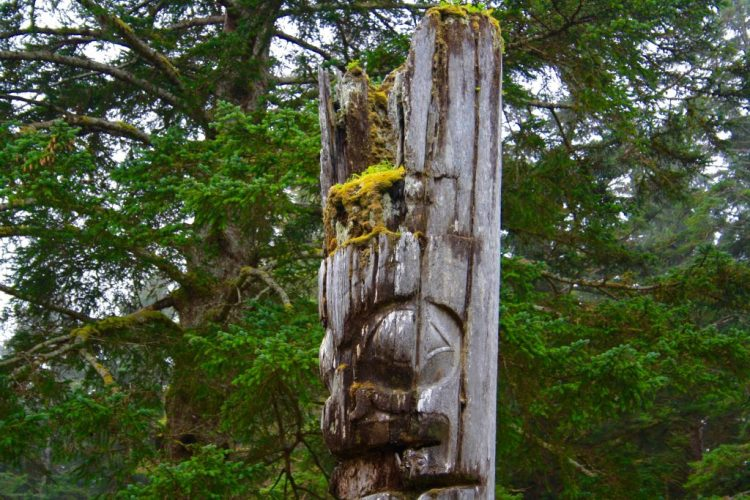 where to find totem poles in bc canada