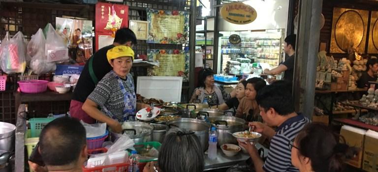 Bangkok Streets: The Savvy Sightseeing Way