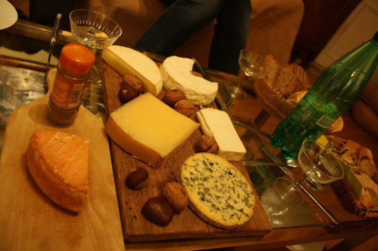 Learning how to prepare a cheese plate in France