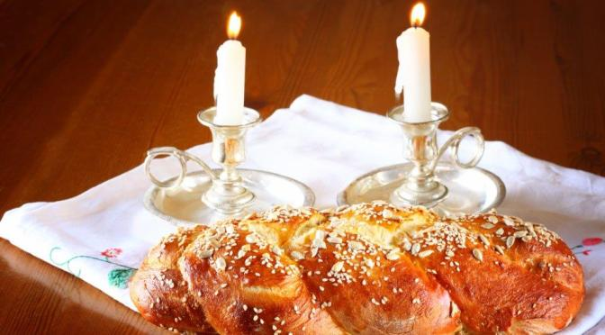 5 Reasons Why Shabbat = Simcha (Happiness)