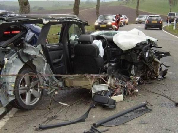 تصاویری از وحشتناکترین حوادث رانندگی در دنیا!  www.patugh.ir ---www.winbeta.blogfa.com