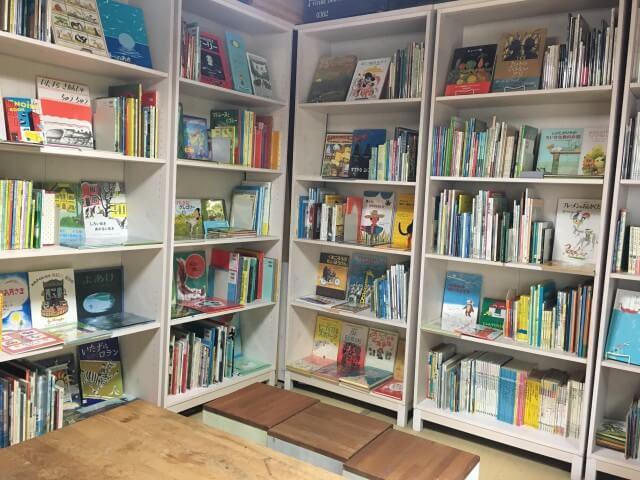 ひなたブック|2F壁側本棚
