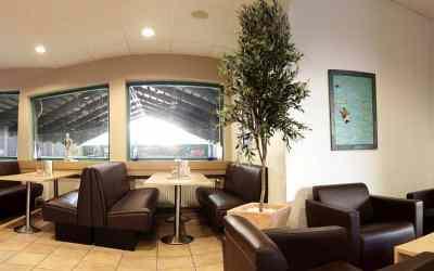 Bistro-Cafe-Lounge-Hochtische-Sitzecken-rechts