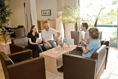 Beratungsgespräch im Bistro Loungebereich