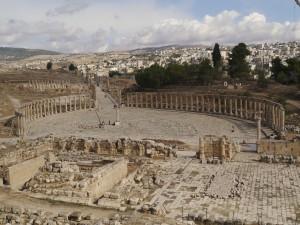 Oval Plaza at Jerash (Zairon / Wikimedia)