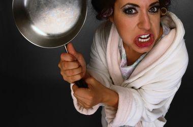 В Днепропетровске женщина убила знакомого сковородой и ...