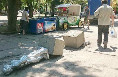 В Севастополе повалили памятник маленькому Ленину и