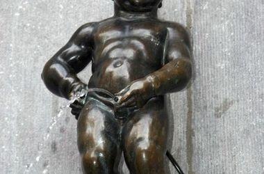 """В Брюсселе рассказали, во что оденут """"писающего мальчика ..."""