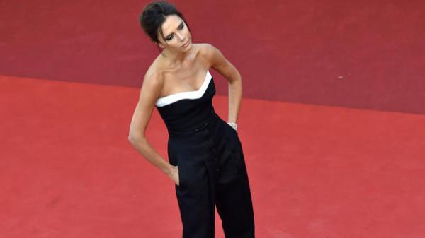 Виктория Бэкхем жалеет, что увеличила грудь - Звездные ...