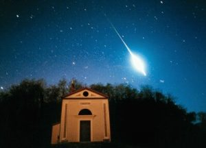 Palla di fuoco avvistata nel Sud Italia: è allarme meteoriti?
