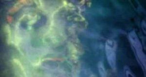 Signora fotografa un fantasma nelle acqua di Pearl Harbor