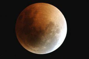 Eclissi parziale di Luna: il clou alle 22:07 del 25 Aprile