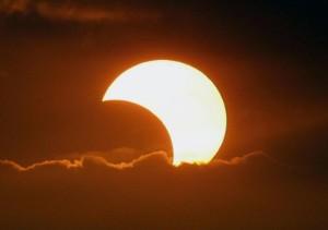 10 maggio 2013 eclissi solare nel Pacifico