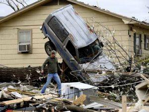 Stati Uniti sotto l'assedio dei tornado: 20 cicloni in poche ore