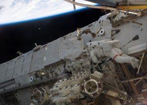 Stazione Spaziale Internazionale: fotografato UFO durante passeggiata nello spazio!