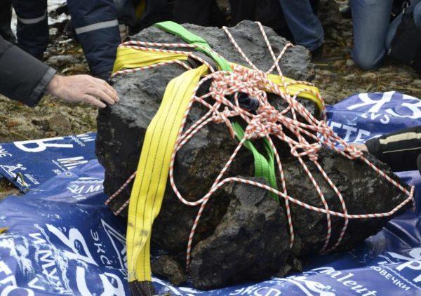 Recuperato in Russia un grosso frammento del meteorite di Chelyabinsk