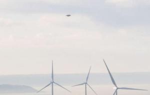 Inghilterra: avvistato un ufo sul parco eolico del Devon