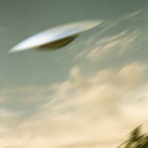Pilota porta aereo in picchiata per evitare collisione con Ufo