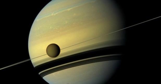 Scoperto un oceano di acqua liquida su Encelado