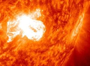 Tre eruzioni solari in rapida successione