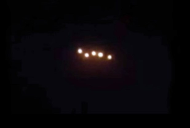 Filmato Ufo da un'aereo di linea in volo sul Galles