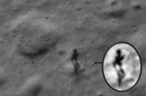 Fotografata figura umanoide sulla Luna