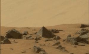 Scoperta una valle con piramidi su Marte
