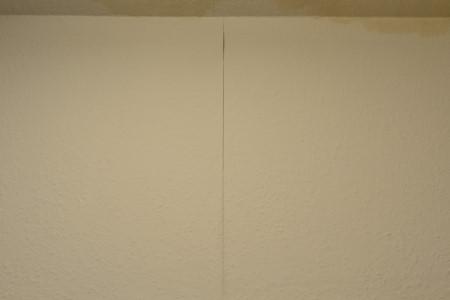 壁紙の剥がれ