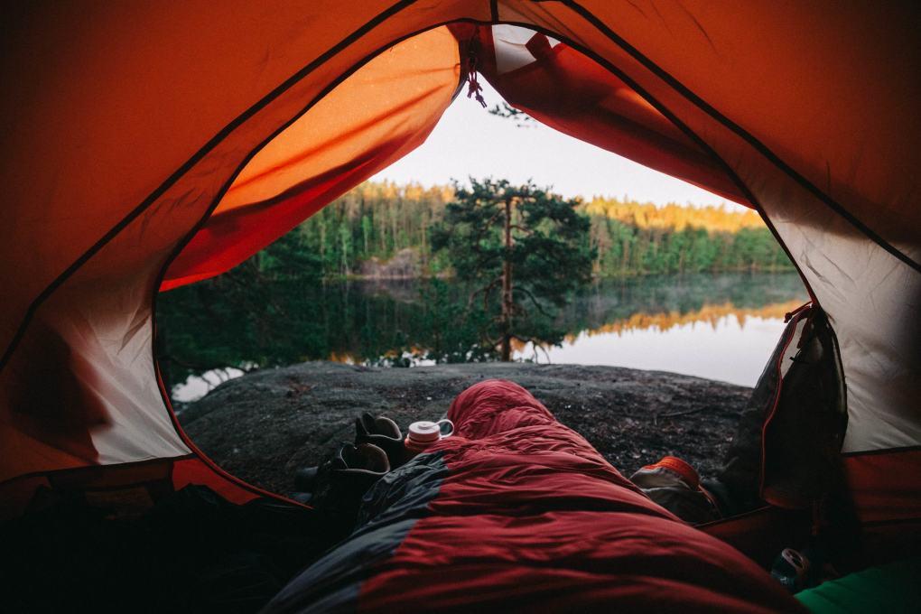 Marinella Himari telttailee.