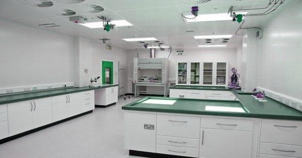 Instalación eléctrica, agua e informática en el laboratorio