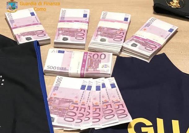Broker molisano fermato alla dogana con 253mila euro in contanti sotto il sedile di una Porsche