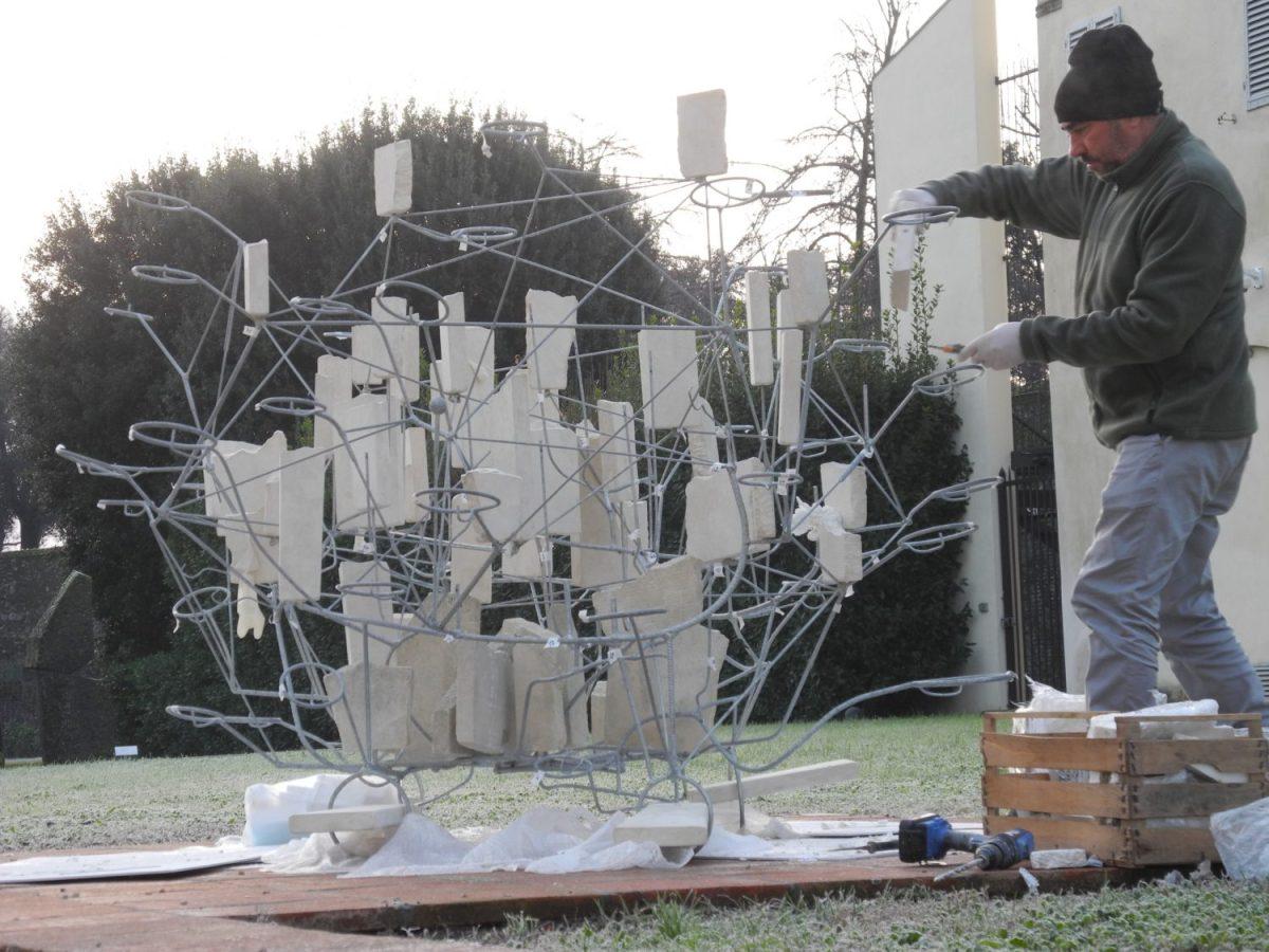 """Le """"metamorfosi"""" di Sava alla Fondazione Ragghianti. Al San Micheletto di Lucca una grande scultura dell'artista salentino"""