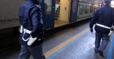 Napoli: 22enne aggredisce agente Polfer durante un controllo di routine