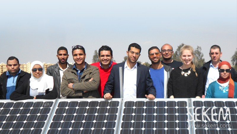 Students of the HU planting a PV-system