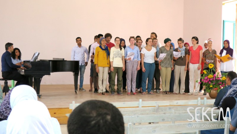 The students sing for the SEKEM employees