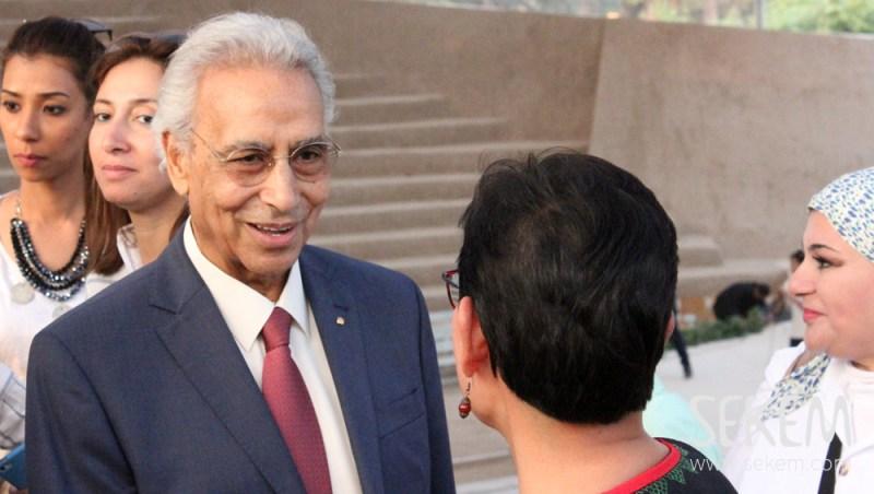 د.إبراهيم أبوالعيش يستقبل العديد من المدعوين جاءوا للاحتفال مع سيكم.