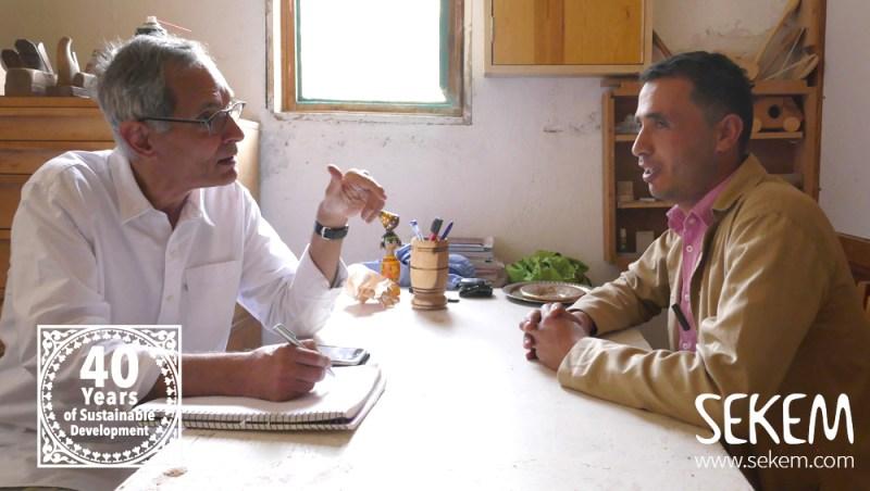 Mohamed, Leiter der SEKEM Schreinerei, im Interview.
