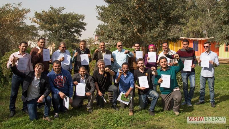 Nach erfolgreich abgeschlossenem TOT-Programm erhalten die Teilnehmer ihre Zertifikate.